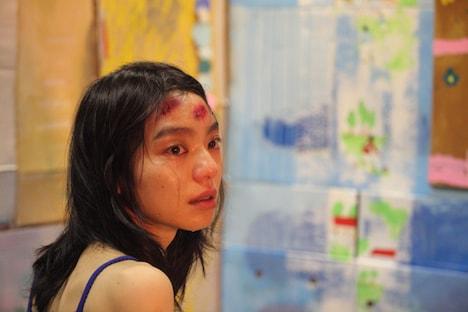 映画「KOTOKO」のワンシーン。