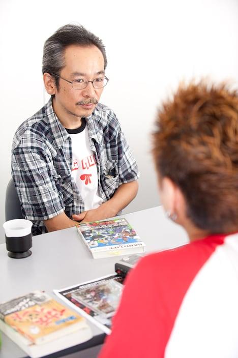 和嶋慎治(左)と吉田豪(右)。