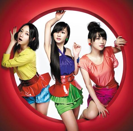 ダンスコンテスト課題曲「GLITTER」は11月2日発売のシングル「スパイス」にカップリングとして収録される。写真は「スパイス」通常盤ジャケット。