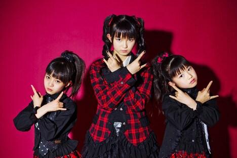 BABYMETALの3人が所属するさくら学院はキャンペーンポスター「NO MUSIC, NO IDOL?」のコラボ第1弾に登場した。