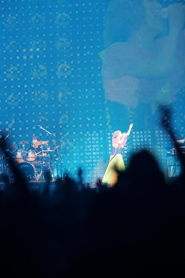 "「YUKI tour ""MEGAPHONIC"" 2011」初日公演の様子。"