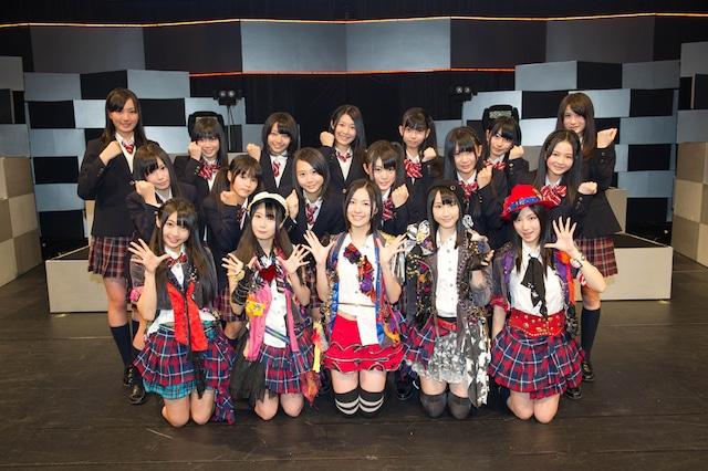 第5期生は27日公演終了後、松井珠理奈、松井玲奈ら選抜メンバー5名とともに記者会見に参加。 (C)AKS