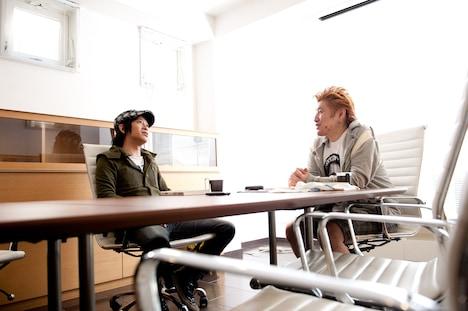 杉本恭一(写真左)と吉田豪(写真右)。