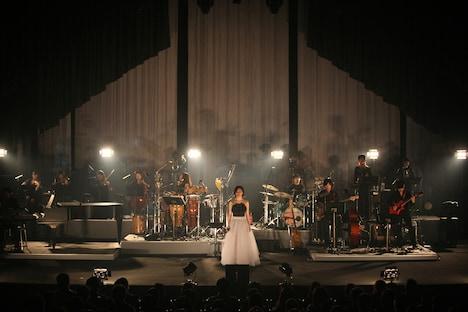 """写真は「坂本真綾LIVE 2011 """"in the silence""""」最終日の様子。"""