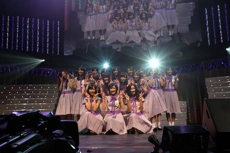 ライバルであるAKB48のイベントにサプライズ出演した乃木坂46。