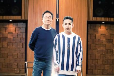 小田和正(写真左)と清水翔太(右)、親子のようなツーショット。