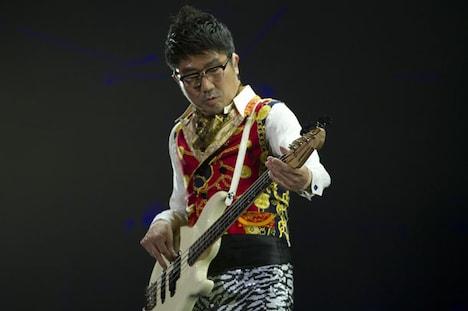 亀田誠治(B)(撮影:荒井俊哉)