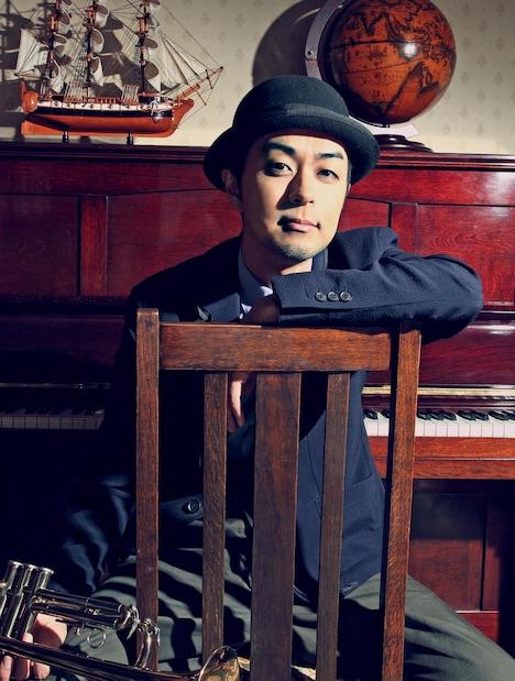 前山田健一としてエビ中に多くの楽曲を提供しているヒャダイン。デビューシングルには前山田プロデュースによる新曲「放課後ゲタ箱ロッケンロールMX」が収録される。