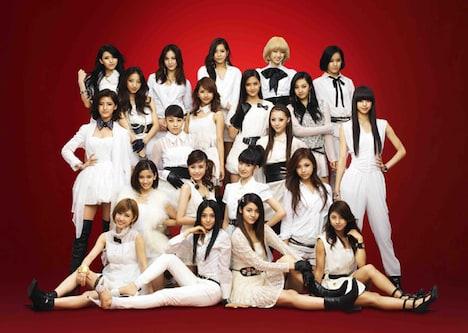 写真はDream、Happiness、FLOWERの合同ユニットE-Girls。最下段の一番左がSayaka。