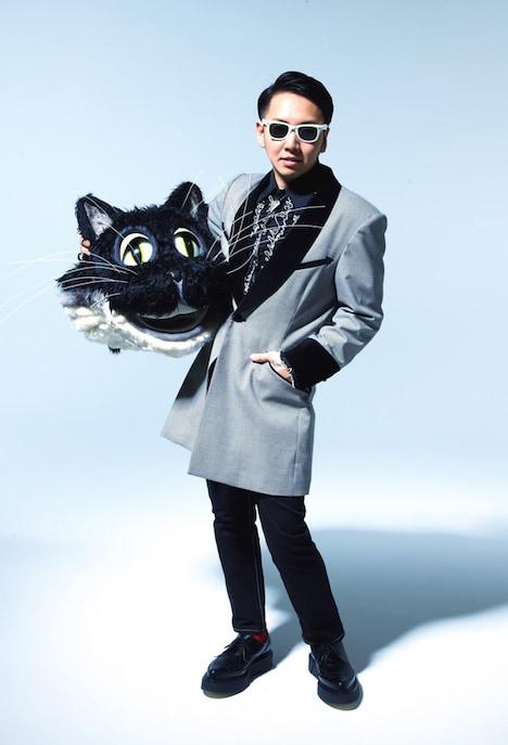 「#pepes_jp」としてかぶっていたネコの頭を持った、PES from RIP SLYMEのアーティスト写真。