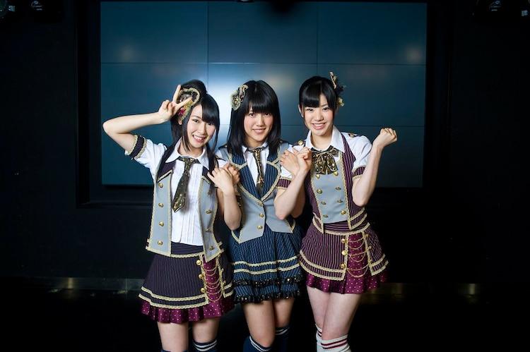写真左から高柳明音(チームKII)、平田璃香子(チームS)、梅本まどか(チームE)。