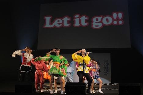 「江戸旅券」に扮し「Let It Go!!」を披露するぱすぽ☆。