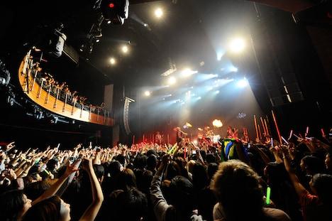 写真は4月11日(現地時間)のロンドン公演の模様。