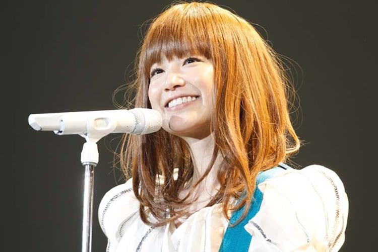"「YUKI LIVE ""SOUNDS OF TEN""」でのYUKI。"