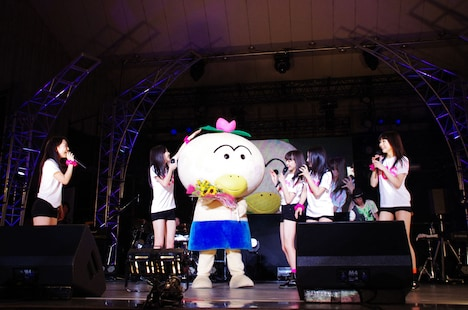 サプライズ発表時には東京女子流がテーマソングを担当するアニメ「はなかっぱ」の着ぐるみも登場。