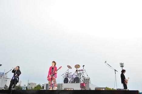 19日公演、サブステージで演奏する4人。