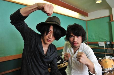 ナタリーPower Pushでは白井眞輝([Champagne])、柿沼広也(BIGMAMA)によるリズムギターゲーム「MIWA ROCK!!」対戦の模様を掲載中。
