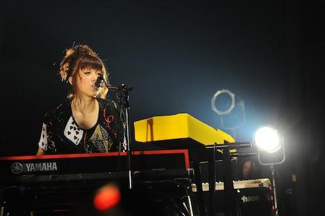 ユコ・カティ(Key, Vo)(撮影:MASANORI NARUSE)
