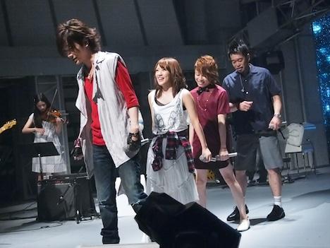 西川貴教×高橋みなみ×槇原敬之×DAIGOという異色メンバーによる「Choo Choo Train」の模様。