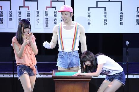 穴井千尋(写真左)に第1回戦で負けた指原莉乃(右)。 (C)AKS
