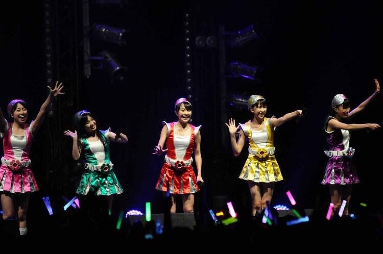 写真は「JAPAN EXPO 2012」ライブ2本目の様子。