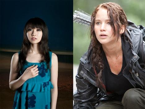 水樹奈々(写真左)と、ジェニファー・ローレンス演じるヒロイン・カットニス(右)。(C)2012 LIONS GATE FILMS INC. ALL RIGHTS RESERVED