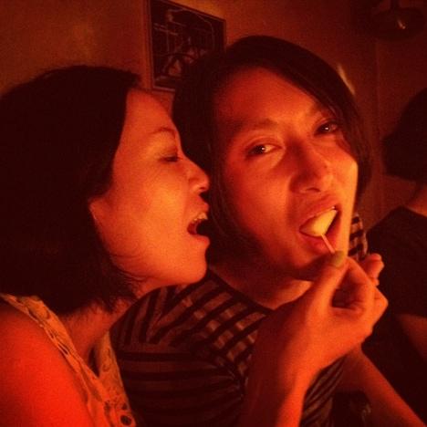 日暮愛葉(写真左)とテクマ!(右)。