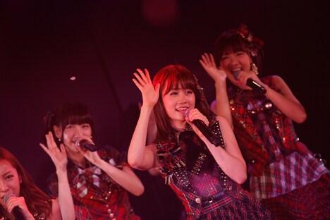 写真は8月27日に行われた「AKB48劇場 前田敦子卒業公演」の様子。 (C)AKS