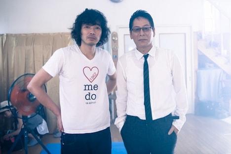 斉藤和義(写真左)と大杉蓮(右)。