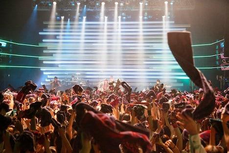 写真はVAMPSの9月19日Zepp Tokyo公演の模様。