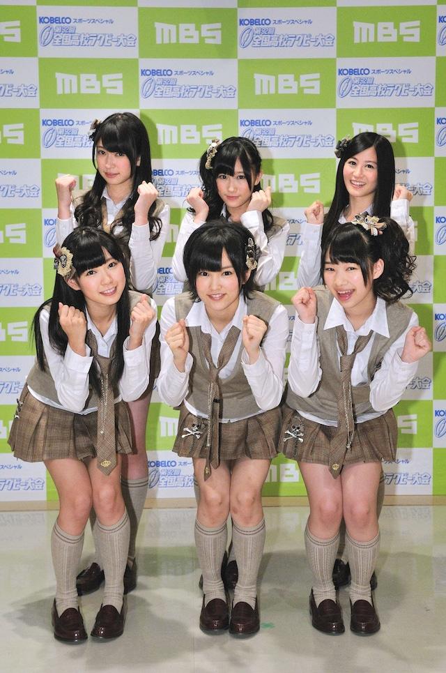 会見に出席したNMB48メンバー。