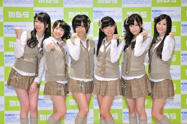 会見に出席したNMB48メンバー。左から吉田朱里、小笠原茉由、山本彩、渡辺美優紀、矢倉楓子、上西恵。