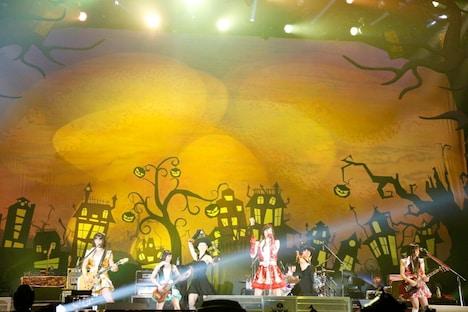 """1日限りで解散した""""ももいろブレイカーZ""""のライブの模様。(撮影:今元秀明、田中和子)"""