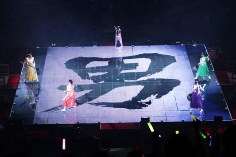 オープニングで披露された演舞の様子。(photo by hajime kamiiisaka)