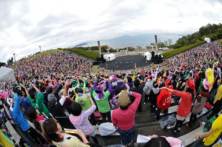 各回およそ5000人のファンで埋め尽くされたさぬき市野外音楽広場テアトロン。