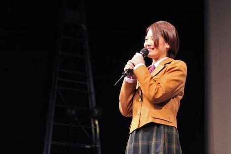ファンに最後の挨拶をする岩瀬佑美子。