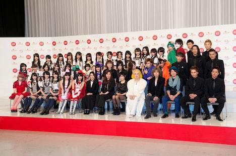 写真は11月26日の出場歌手発表会見の模様。