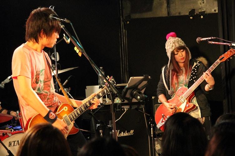 フジタユウスケ(写真左)と大貫亜美(右)。