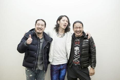 左から笑い飯・西田幸治、雅-MIYAVI-、BOBO。