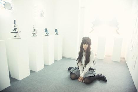やくしまるえつこは4月10日にアルバム「RADIO ONSEN EUTOPIA」をリリースする。