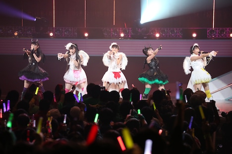 今年2月に東京・東京国際フォーラム ホールAで行われた「ももいろクローバーZ ももクロくらぶxoxo ~バレンタイン DE NIGHT だぁ~Z!」の様子。