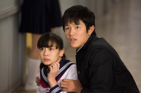 映画「HK / 変態仮面」の1シーン。 (C)2013「HENTAI KAMEN」製作委員会