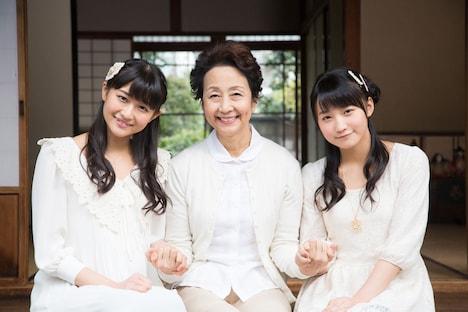 左から和田彩花、細川佳代子、鞘師里保。