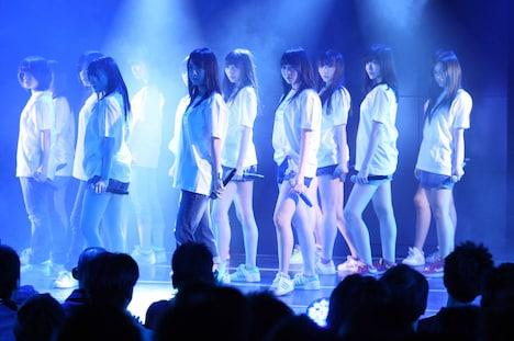 SKE48劇場の東日本大震災復興支援特別公演の様子。(C)AKS