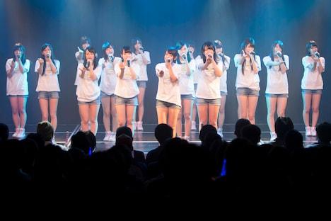 NMB48劇場の東日本大震災復興支援特別公演の様子。(C)AKS