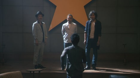 「大人エレベーター」第14弾のワンシーン。