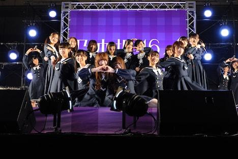 「シャキイズム」を披露する乃木坂46。
