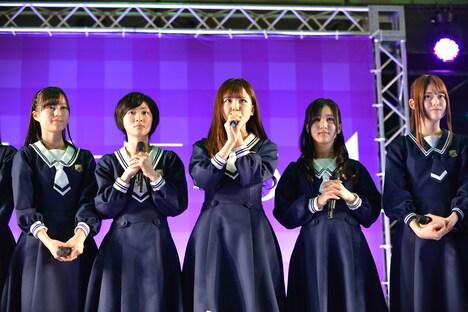 生田絵梨花、生駒里奈、大和里菜、星野みなみ、松村沙友理(左から)
