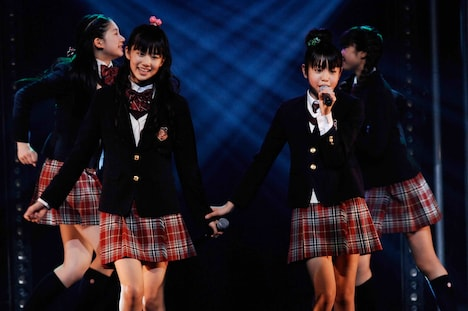 杉本愛莉鈴と佐藤日向(左から)。