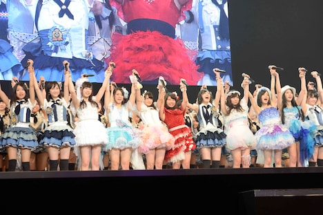 全メンバー揃って「仲間の歌」を披露するSKE48。(C)AKS